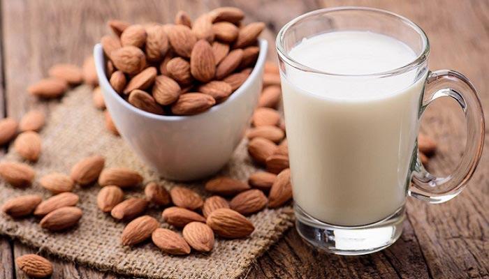 طرز تهیه شیر بادام خوشمزه و مخصوص
