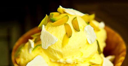 طرز تهیه بستنی زعفرانی خوشمزه تابستانه