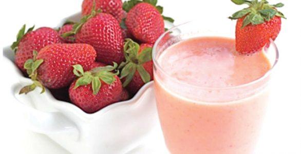 طرز تهیه اسموتی توت فرنگی در گرما داغ تابستان