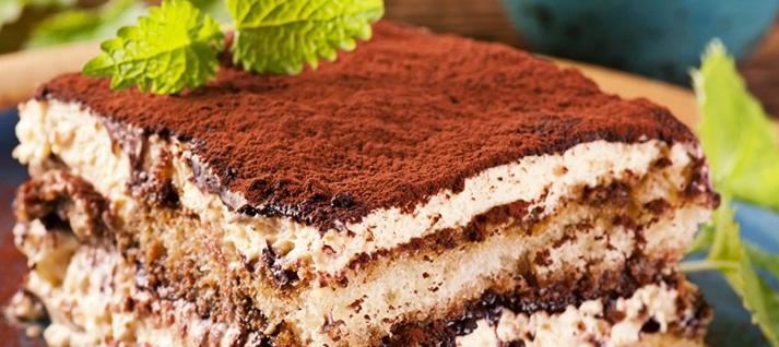 کیک کاکائویی اسفنجی خوشمزه