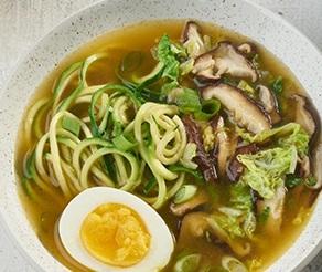 سوپ نودل خوشمزه ژاپنی