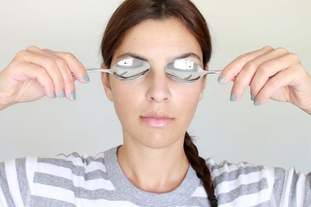 درمان پف دور چشم بعد از خواب با تغییرات ساده
