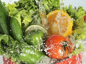 محلول ضد عفونی کننده سبزیجات در سه سوت در خانه درست کنید.