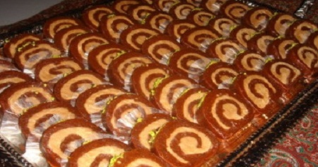 رولت خرما خوشمزه را در منزل تهیه کنید.
