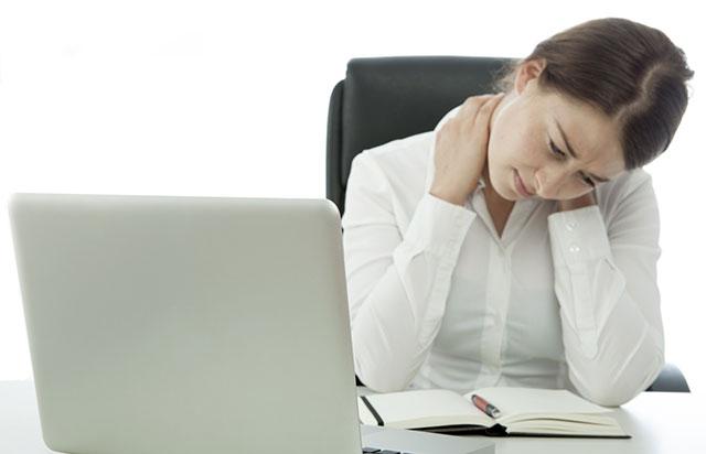 علت گردن درد بخاطر کار زیاد با کامپیوتر