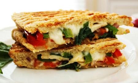 ساندویچ خوشمزه و ساده